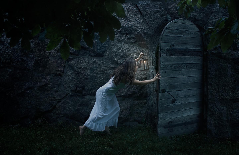 self, portrait, Göteborg, fairy tale, lamp, door, gate
