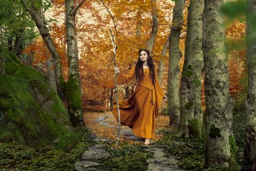 'SHE WALKS WITH COLOURS' – Changing summer into autumn